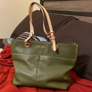 Michael Kors olive green purse handbag